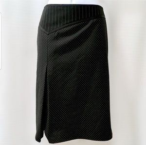 Limited pencil skirt with  beautiful detail.